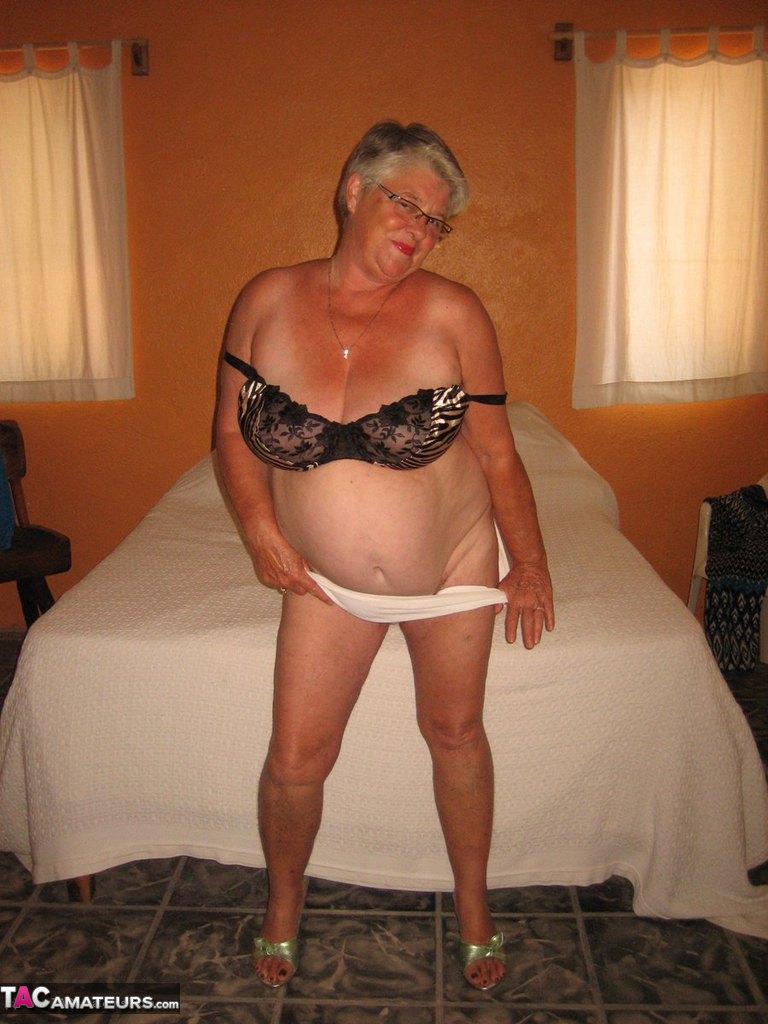 Соло пузатой пожилой женщины. Фото - 12