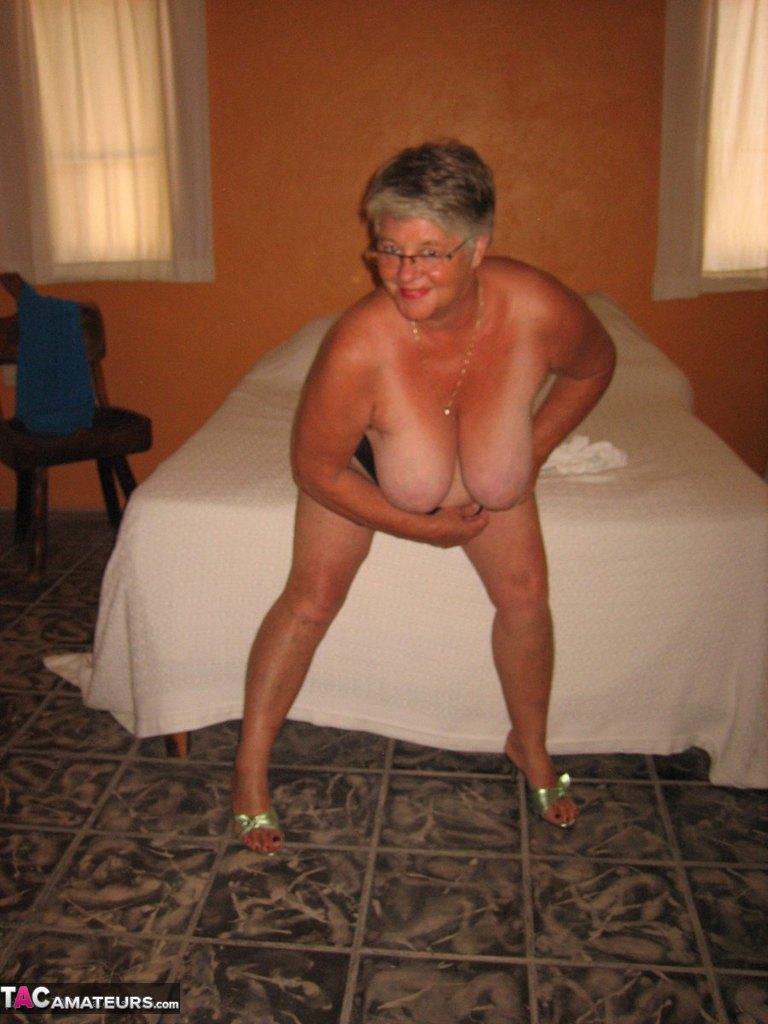 Соло пузатой пожилой женщины. Фото - 15