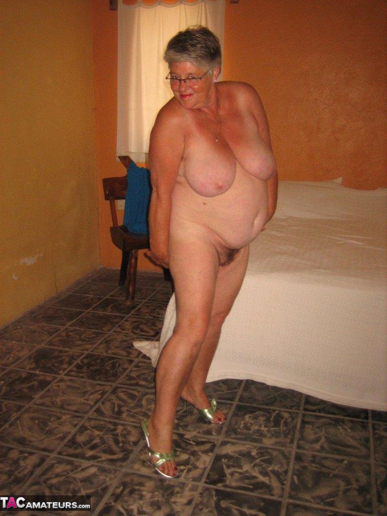 Соло пузатой пожилой женщины. Фото - 16