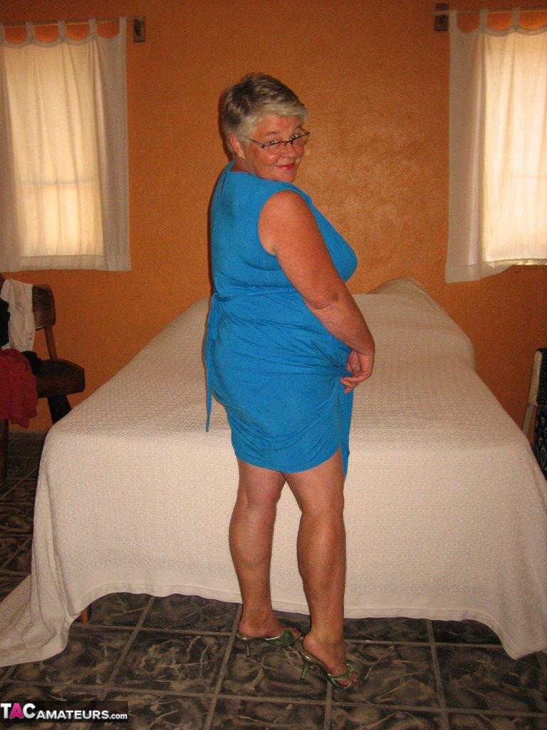 Соло пузатой пожилой женщины. Фото - 2