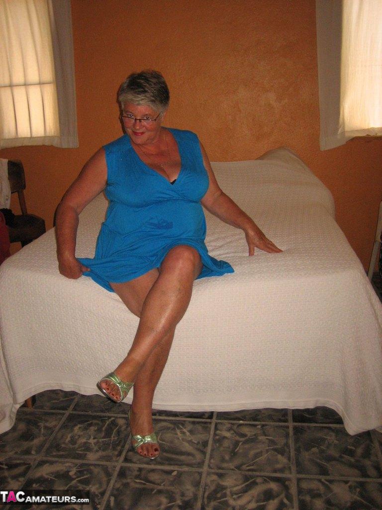 Соло пузатой пожилой женщины. Фото - 3