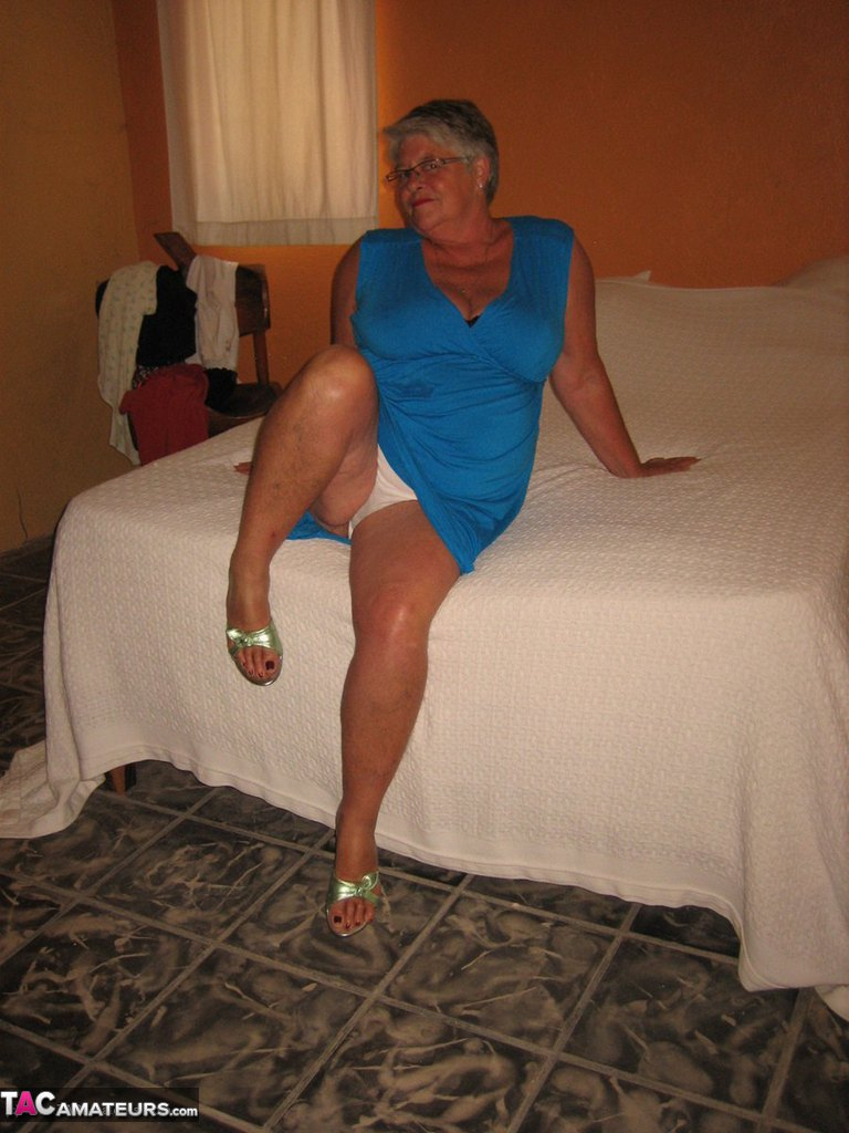 Соло пузатой пожилой женщины. Фото - 4