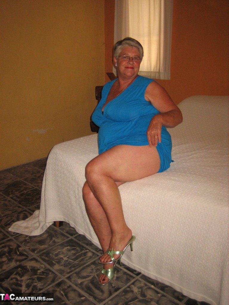 Соло пузатой пожилой женщины. Фото - 5