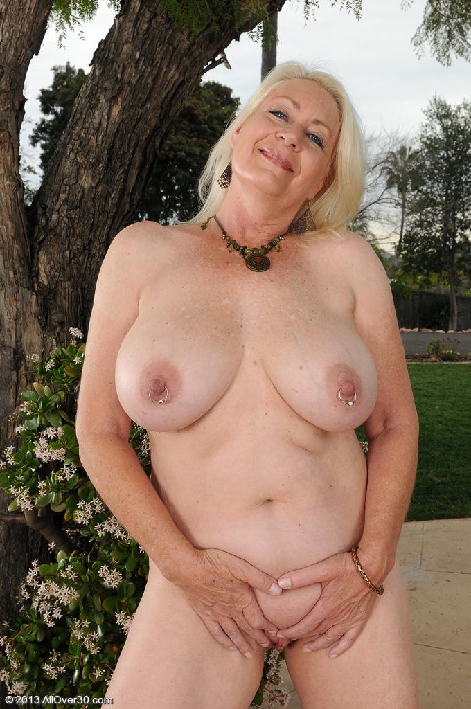 Сексуальная бабушка. Фото - 10