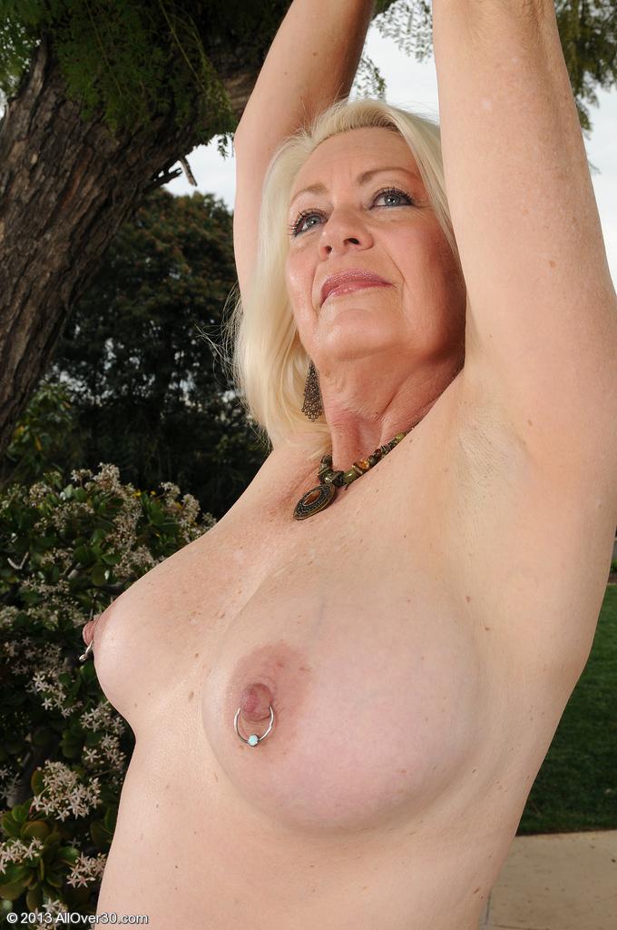 Сексуальная бабушка. Фото - 13
