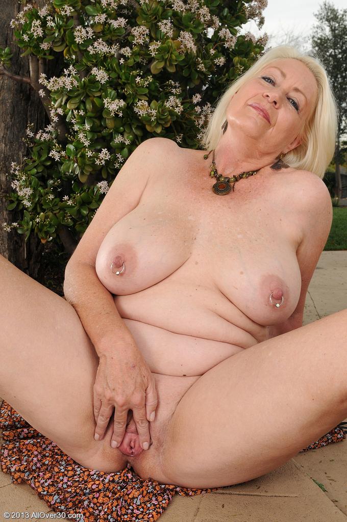 Сексуальная бабушка. Фото - 15
