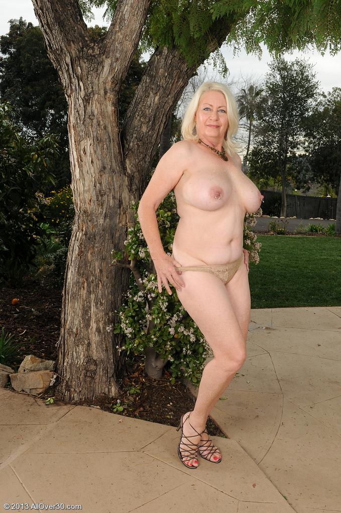 Сексуальная бабушка. Фото - 8