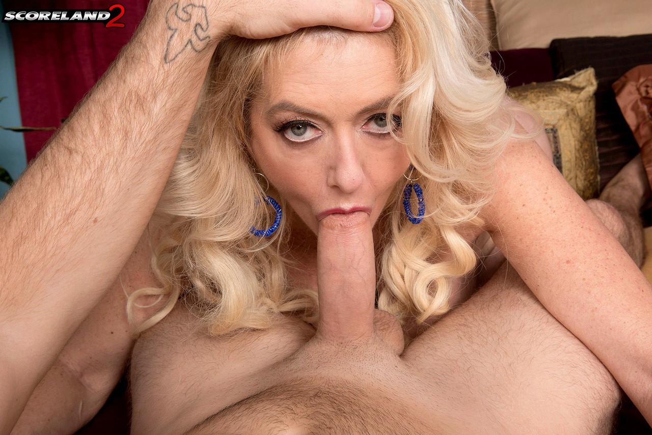 Чувак пользует роскошную даму 50+ во все щели. Фото - 8