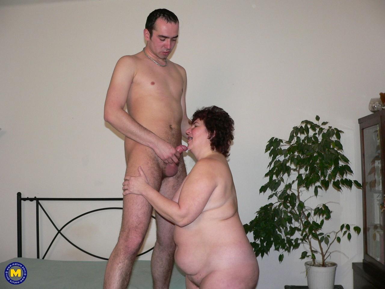 Фотки секса молодого с пассией бальзаковского возраста. Фото - 13