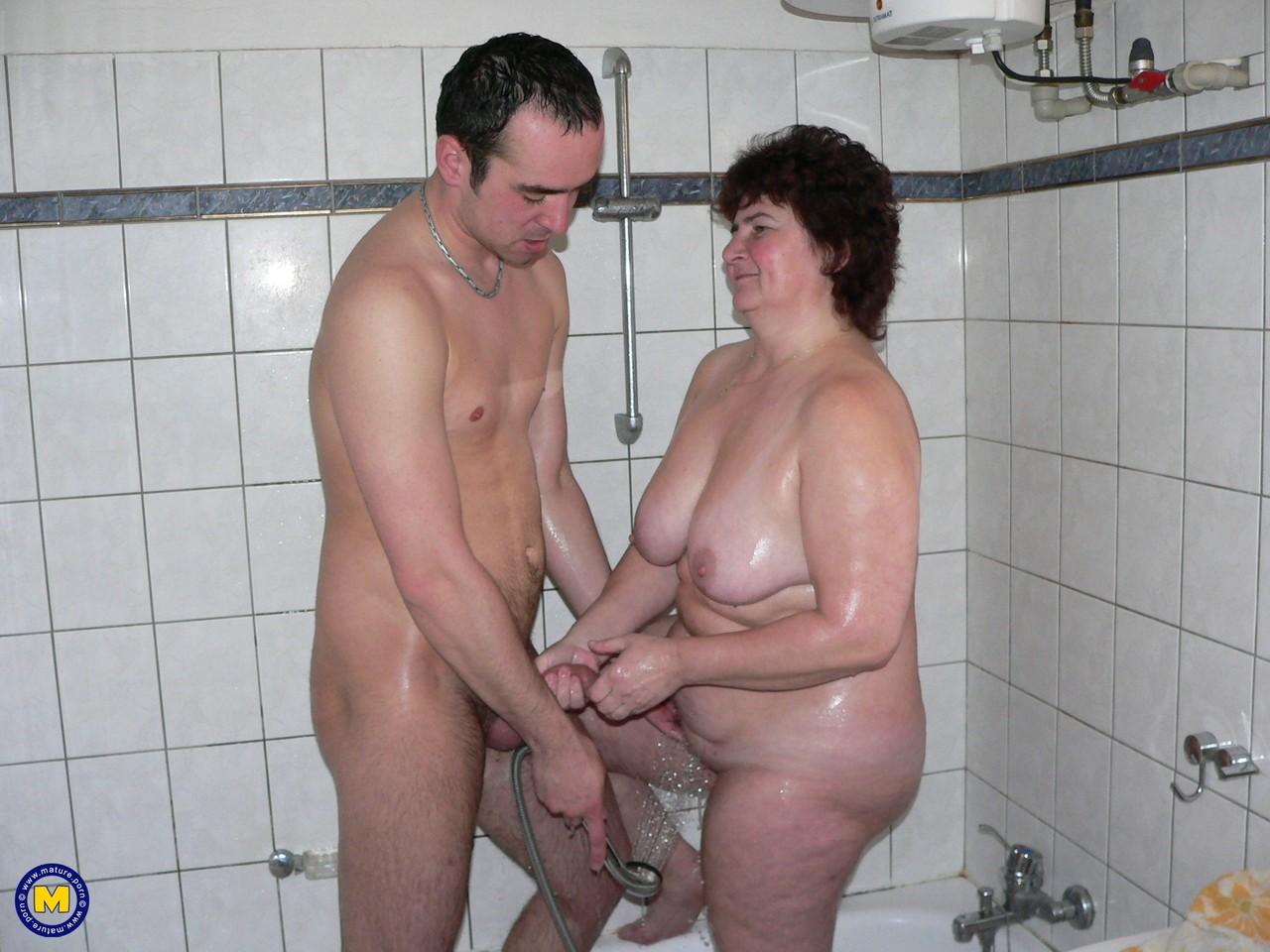 Фотки секса молодого с пассией бальзаковского возраста. Фото - 15