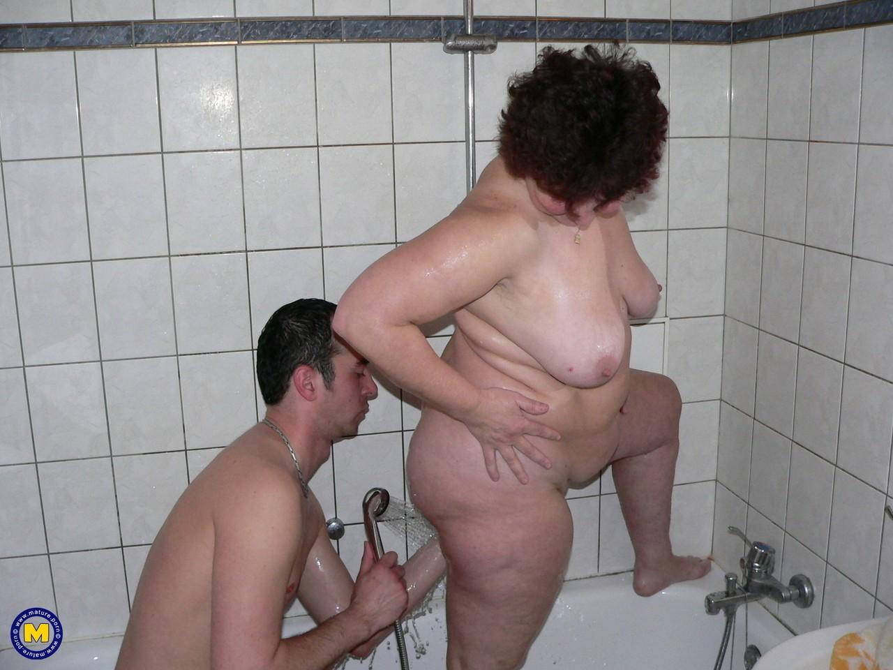 Фотки секса молодого с пассией бальзаковского возраста. Фото - 16