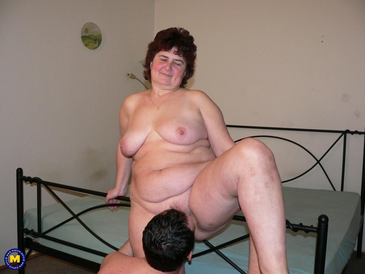 Фотки секса молодого с пассией бальзаковского возраста. Фото - 3