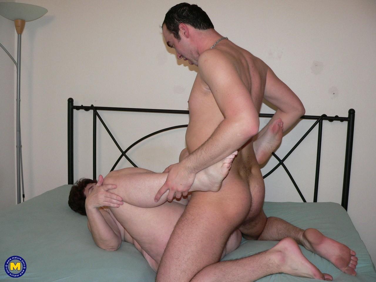 Фотки секса молодого с пассией бальзаковского возраста. Фото - 6