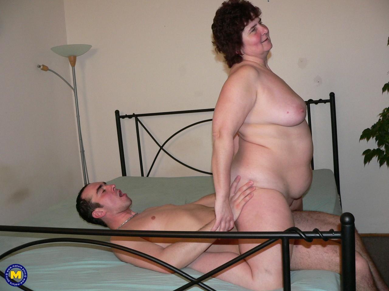 Фотки секса молодого с пассией бальзаковского возраста. Фото - 9
