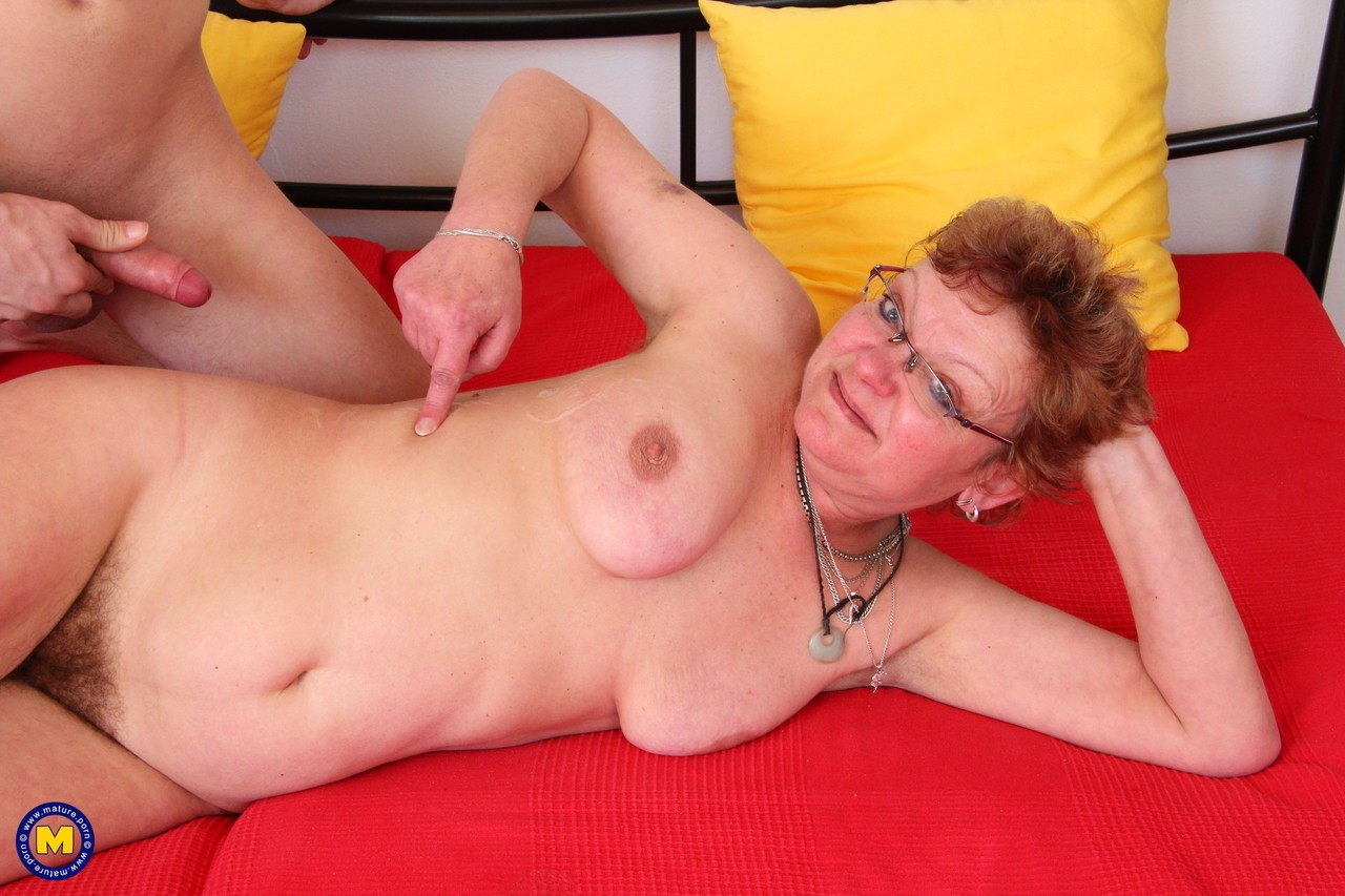 Mature women and grannies. Gallery - 565. Photo - 15