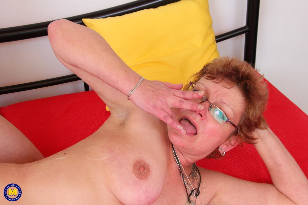Mature women and grannies. Gallery - 565. Photo - 16