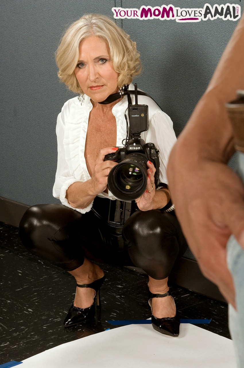 Mature women and grannies. Gallery - 566. Photo - 2
