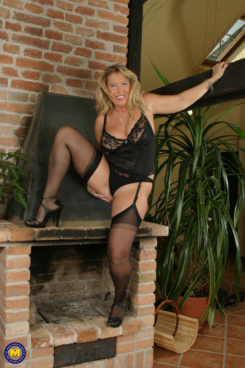 Mature women and grannies. Gallery - 570. Photo - 12