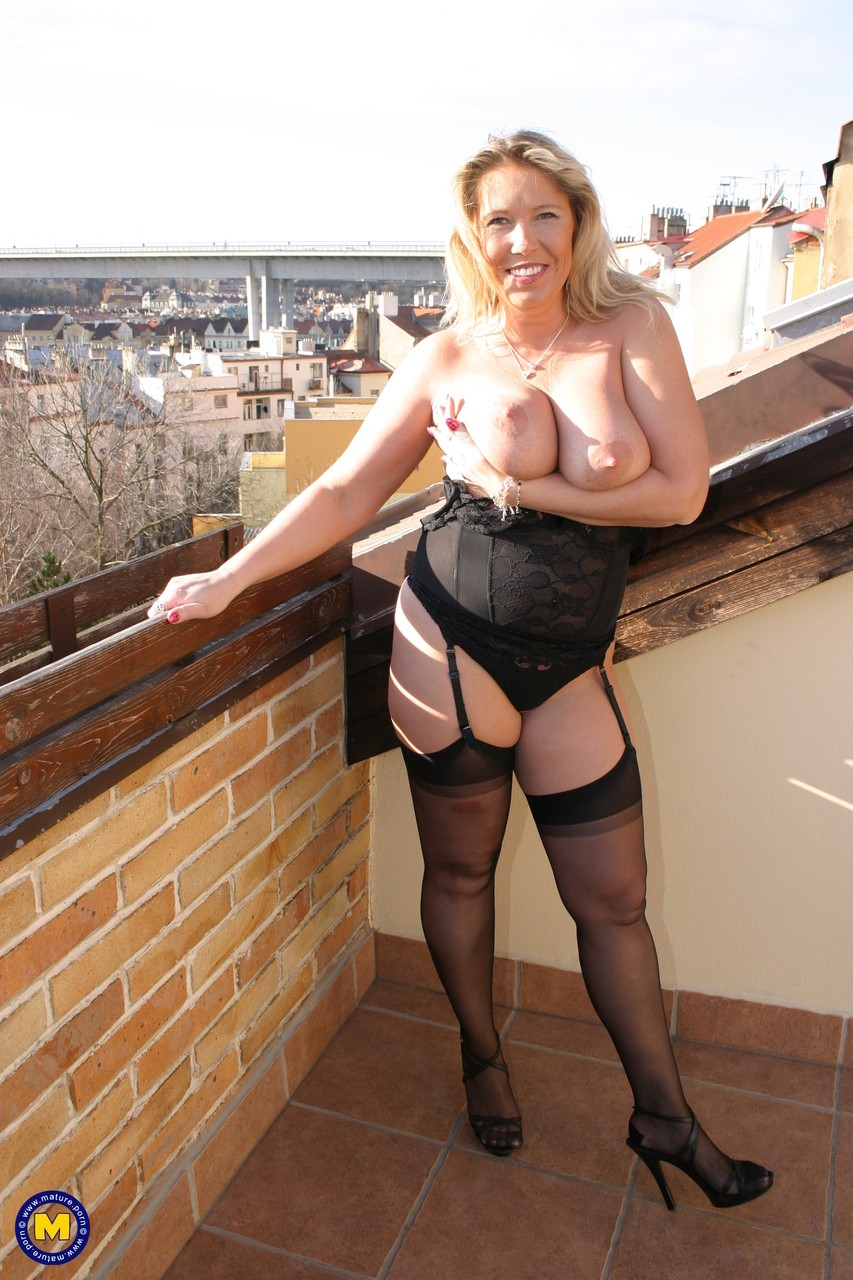 Mature women and grannies. Gallery - 570. Photo - 8