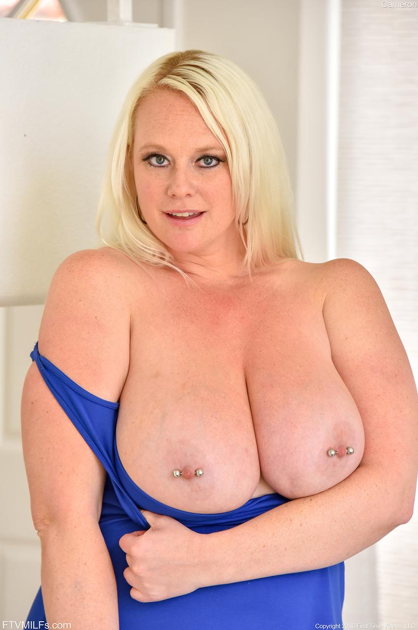 Фото блондинки под полтос и ее красного удовлетворителя