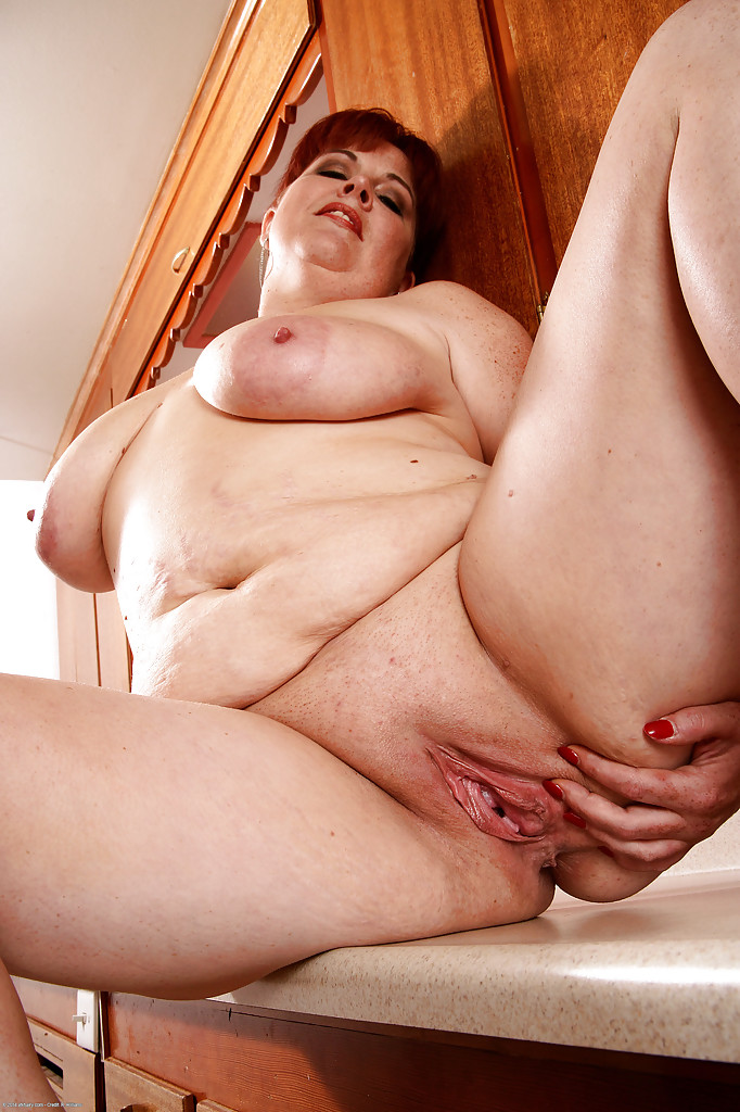 Mature women and grannies. Gallery - 584. Photo - 13