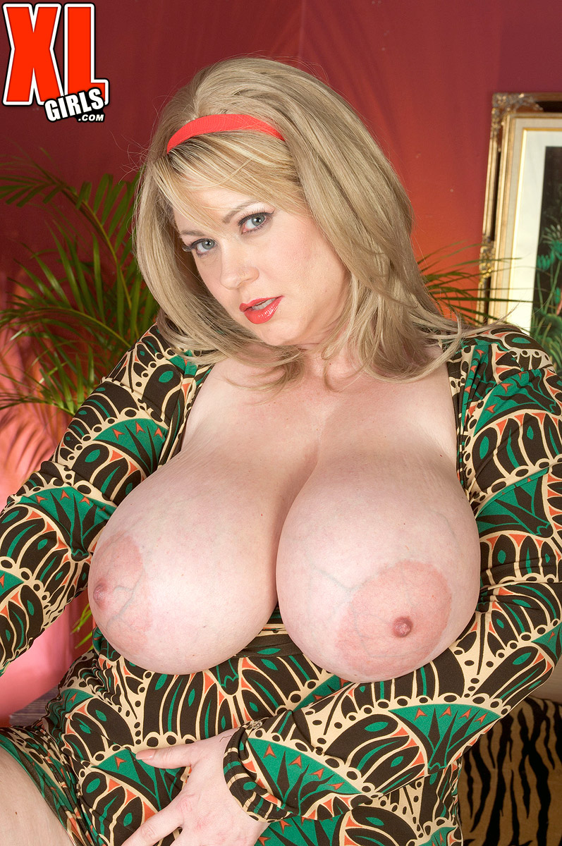 Mature women and grannies. Gallery - 586. Photo - 2