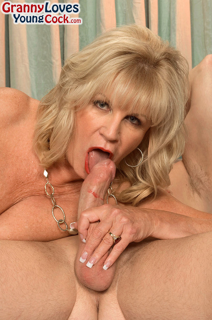 Mature women and grannies. Gallery - 587. Photo - 11