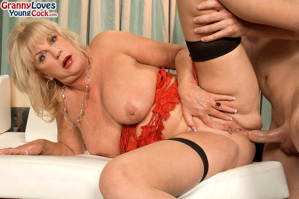 Mature women and grannies. Gallery - 587. Photo - 14
