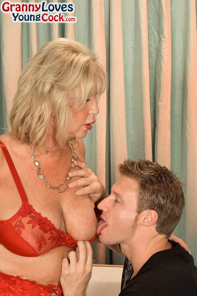 Mature women and grannies. Gallery - 587. Photo - 2