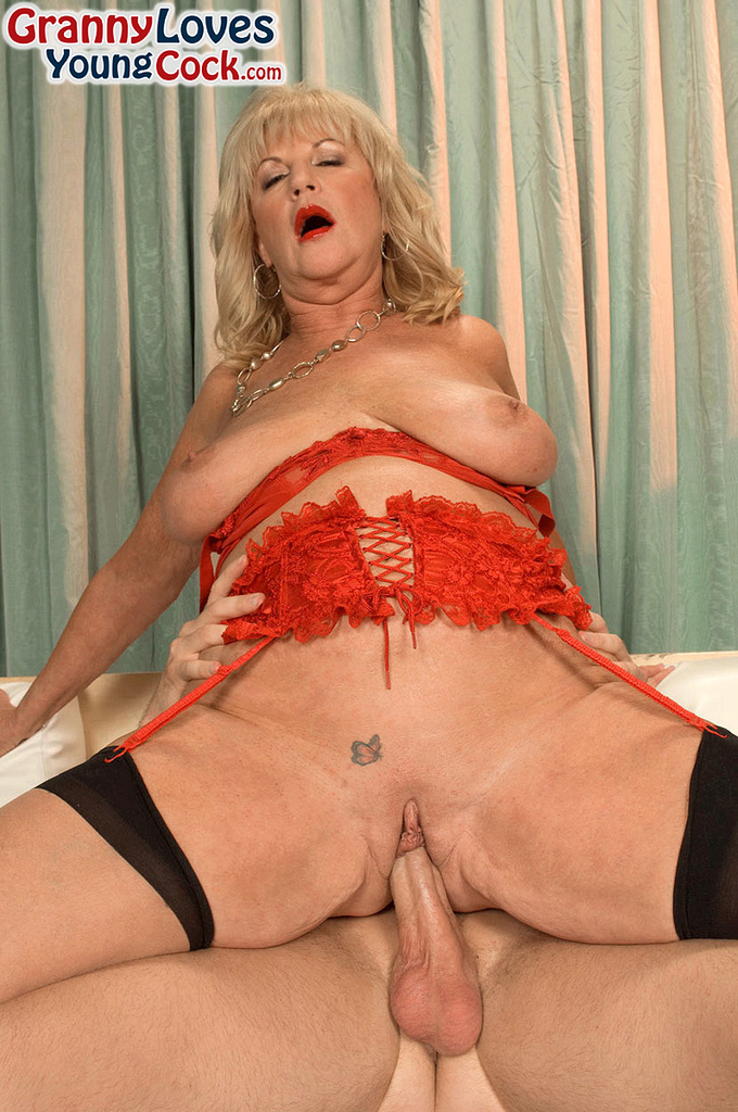 Mature women and grannies. Gallery - 587. Photo - 7
