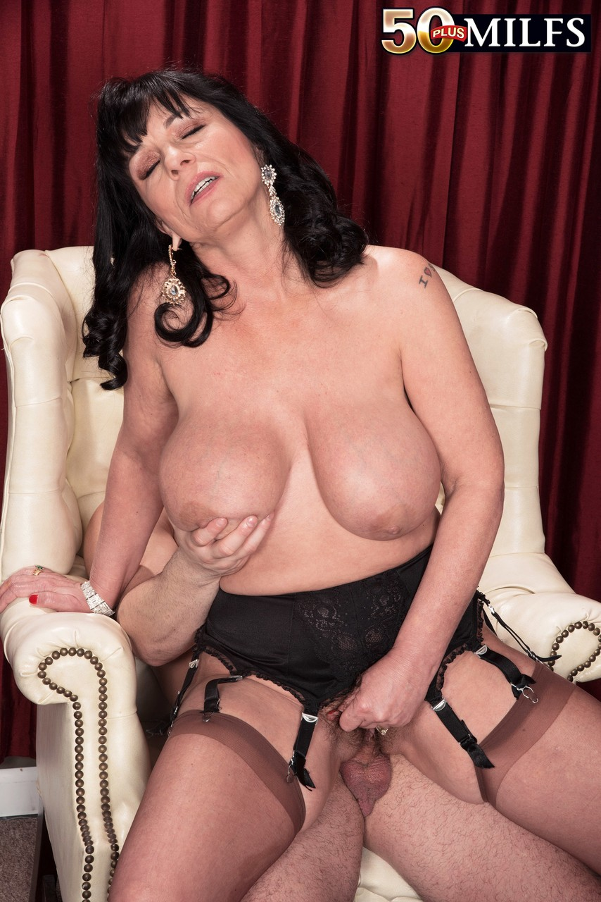 Mature women and grannies. Gallery - 594. Photo - 10