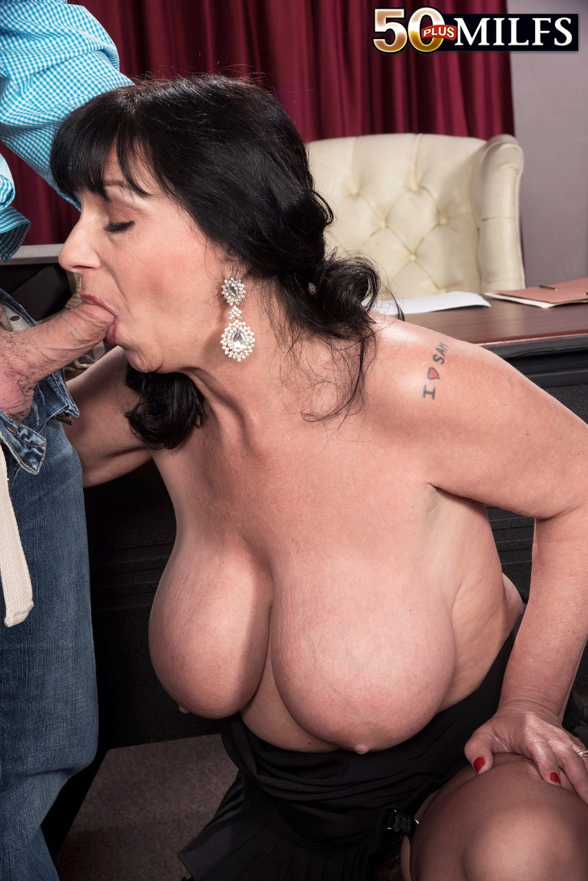 Mature women and grannies. Gallery - 594. Photo - 6