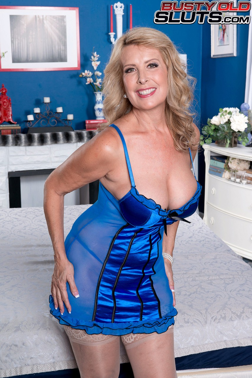 Mature women and grannies. Gallery - 595. Photo - 1