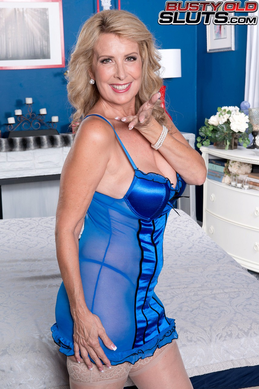 Mature women and grannies. Gallery - 595. Photo - 2