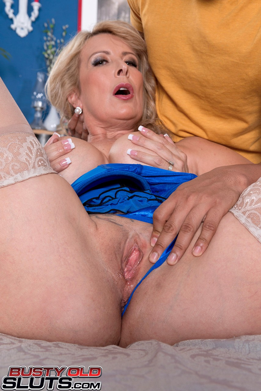 Mature women and grannies. Gallery - 595. Photo - 5