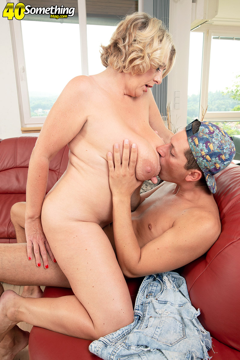 Mature women and grannies. Gallery - 602. Photo - 10