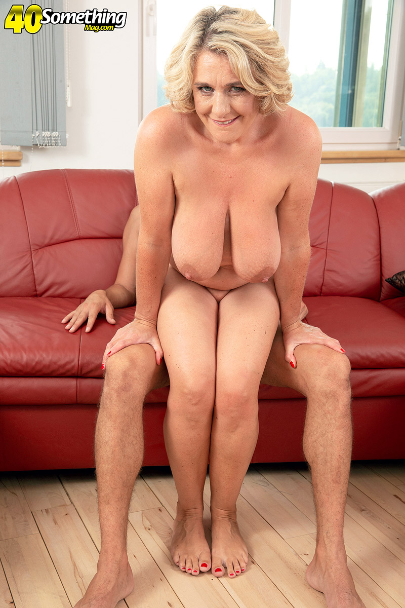 Mature women and grannies. Gallery - 602. Photo - 16
