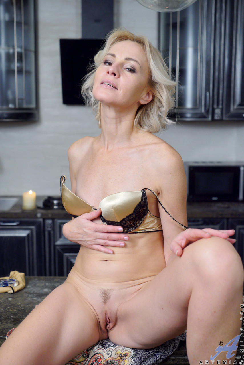 Mature women and grannies. Gallery - 611. Photo - 13