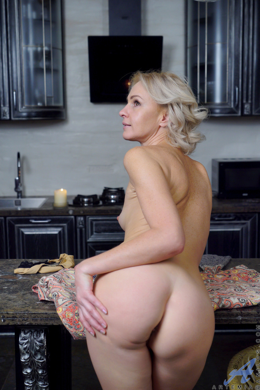 Mature women and grannies. Gallery - 611. Photo - 17