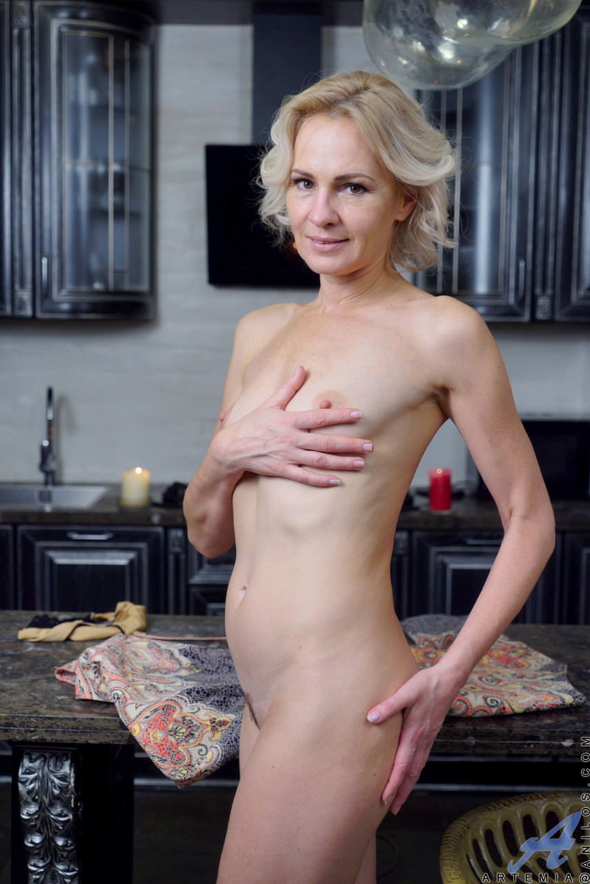 Mature women and grannies. Gallery - 611. Photo - 18