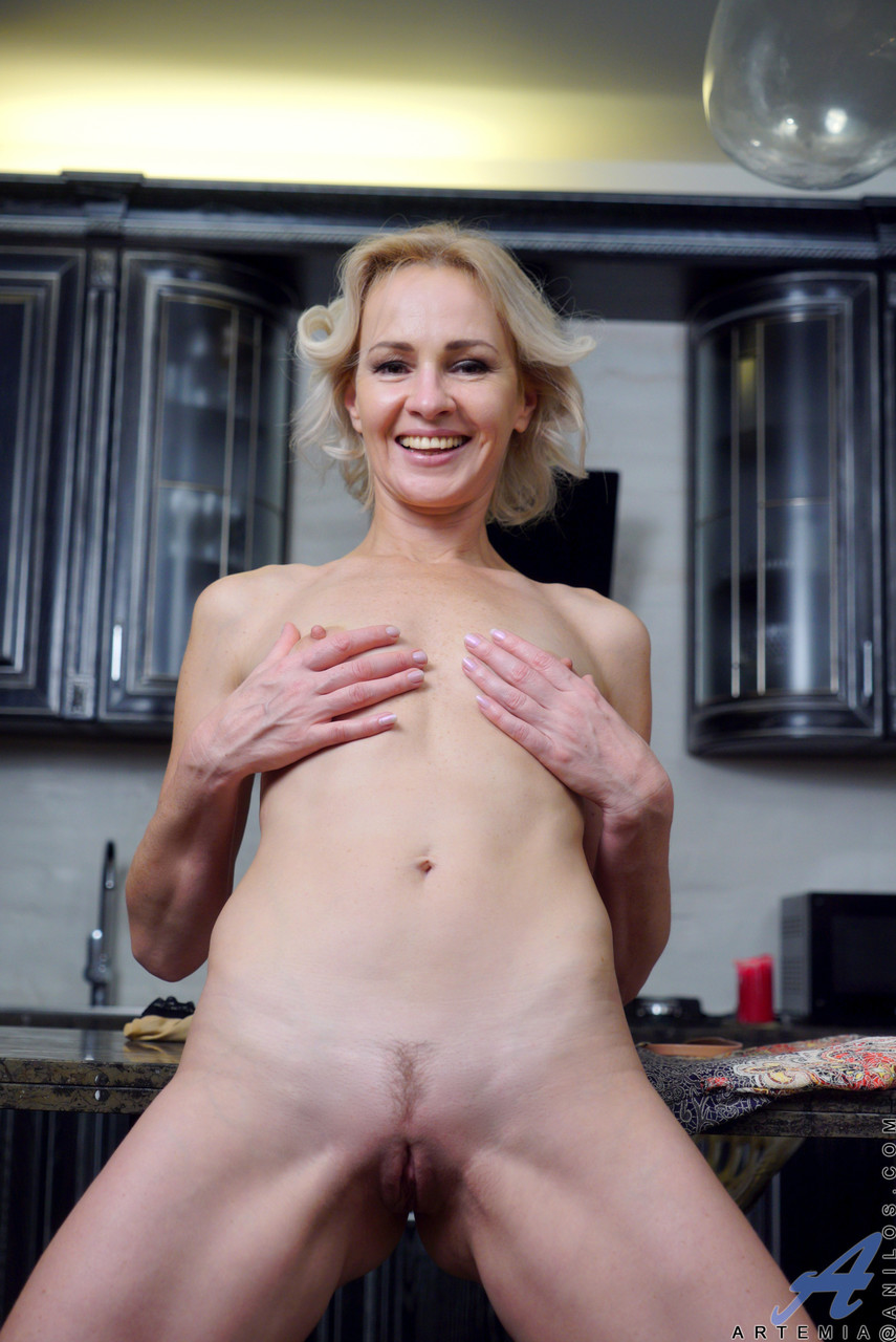 Mature women and grannies. Gallery - 611. Photo - 19