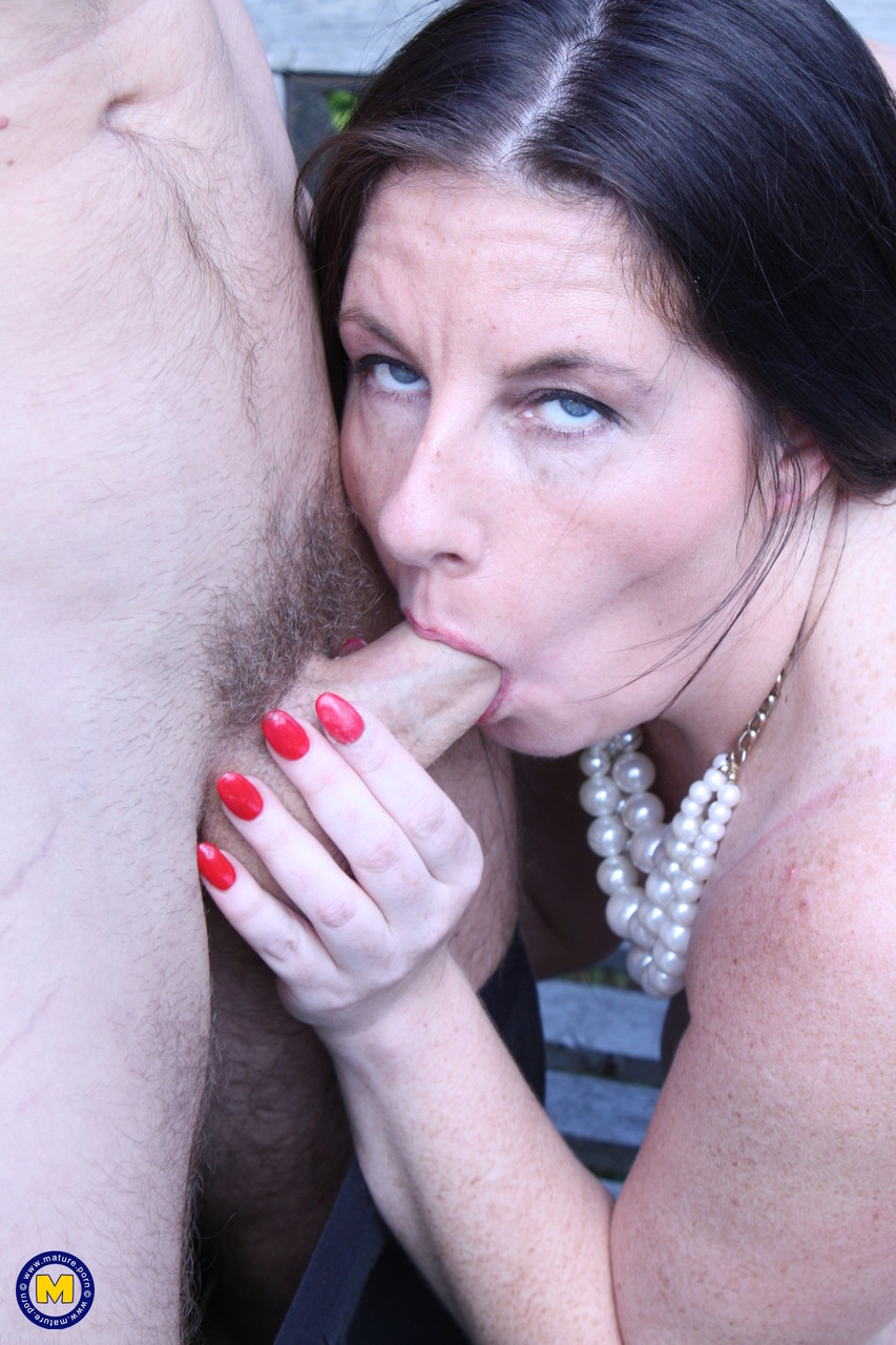 Mature women and grannies. Gallery - 615. Photo - 14