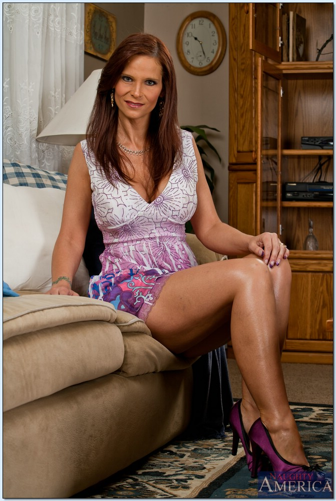 Mature women and grannies. Gallery - 618. Photo - 1
