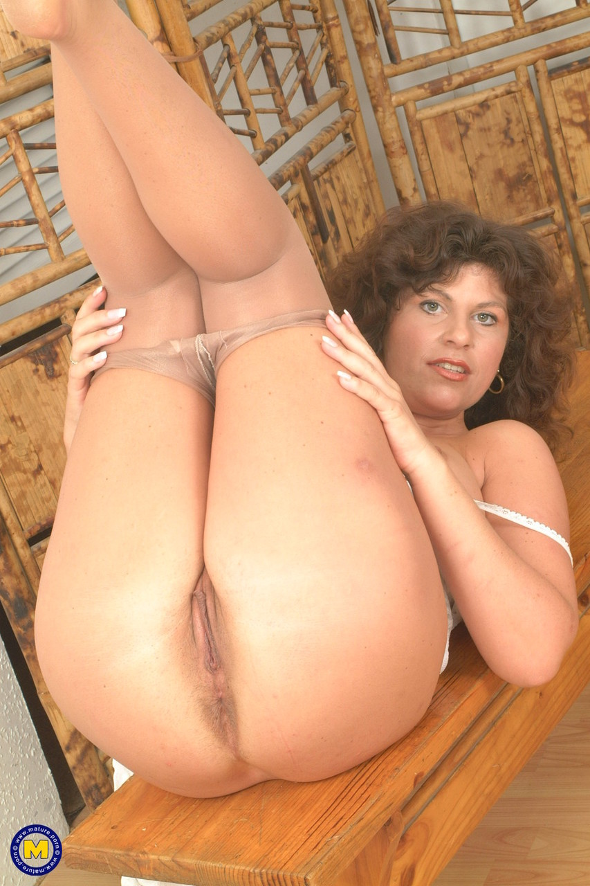 Mature women and grannies. Gallery - 619. Photo - 11