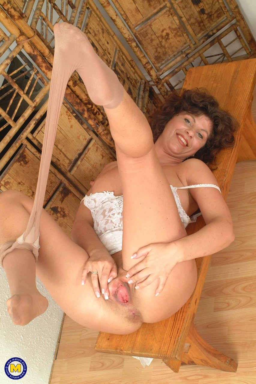 Mature women and grannies. Gallery - 619. Photo - 15