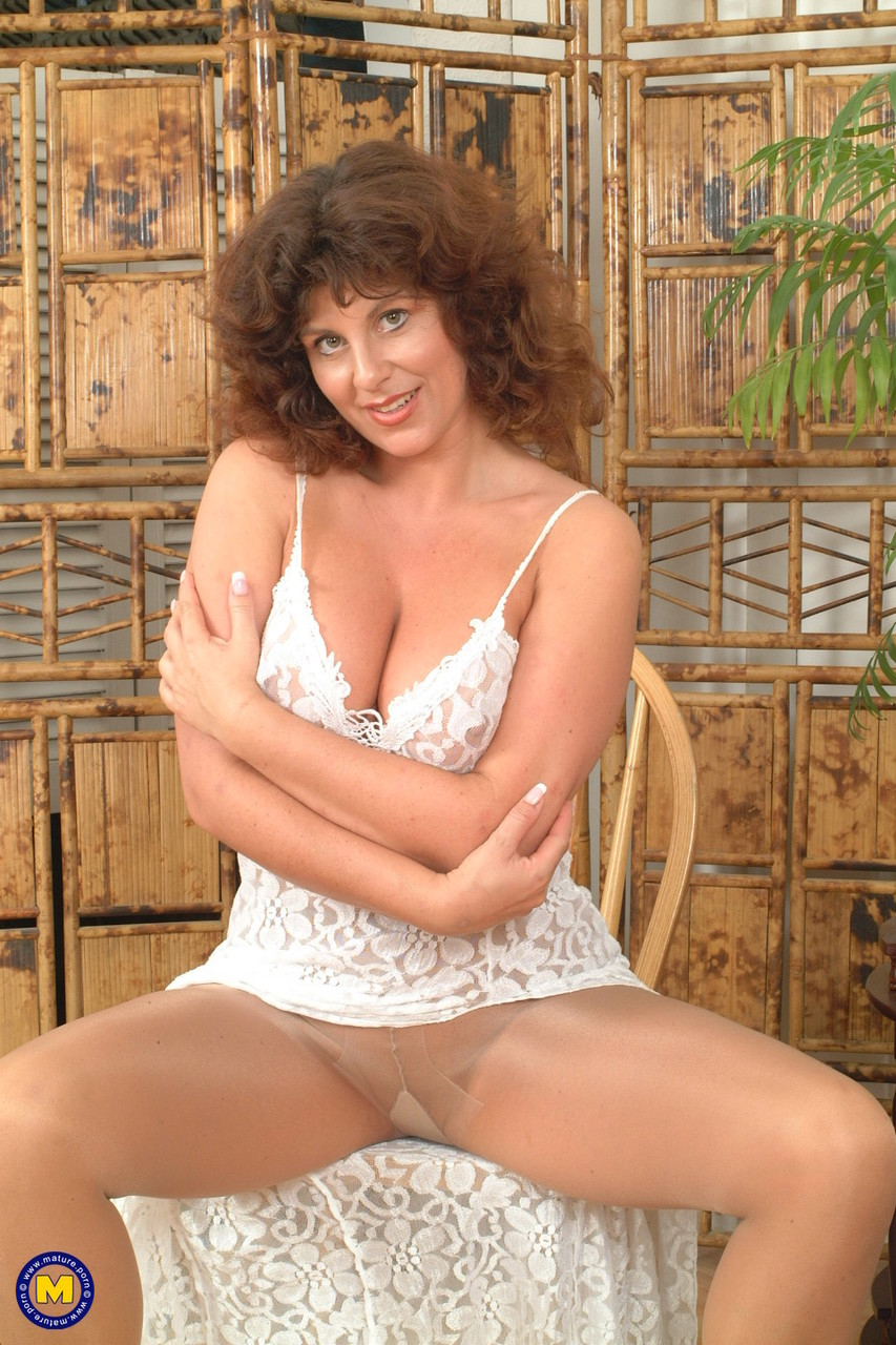Mature women and grannies. Gallery - 619. Photo - 2