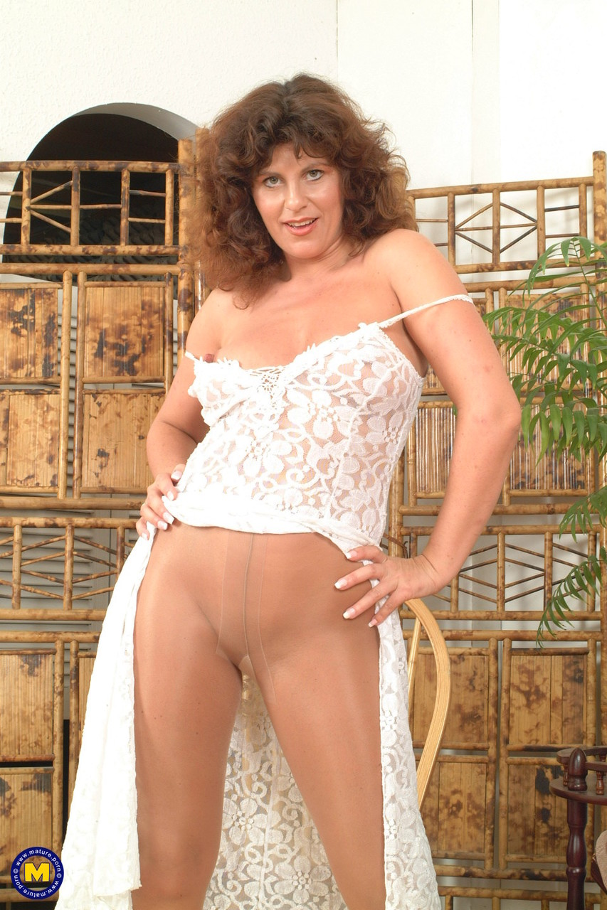 Mature women and grannies. Gallery - 619. Photo - 4