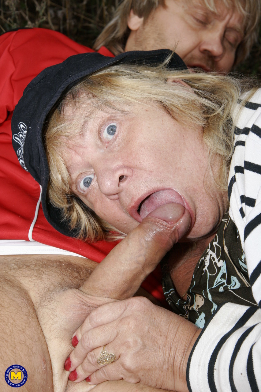 Mature women and grannies. Gallery - 622. Photo - 10