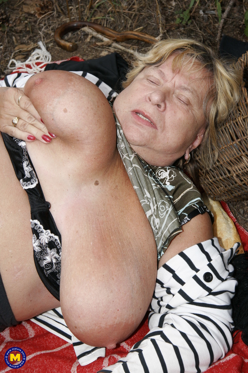 Mature women and grannies. Gallery - 622. Photo - 13