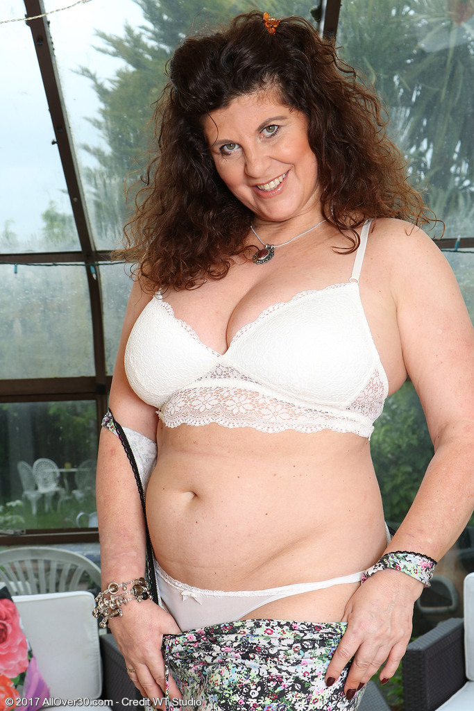Mature women and grannies. Gallery - 624. Photo - 10